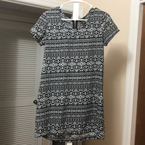 Rue21 Dresses & Skirts - Black and White Summer Tribal Shift Dress